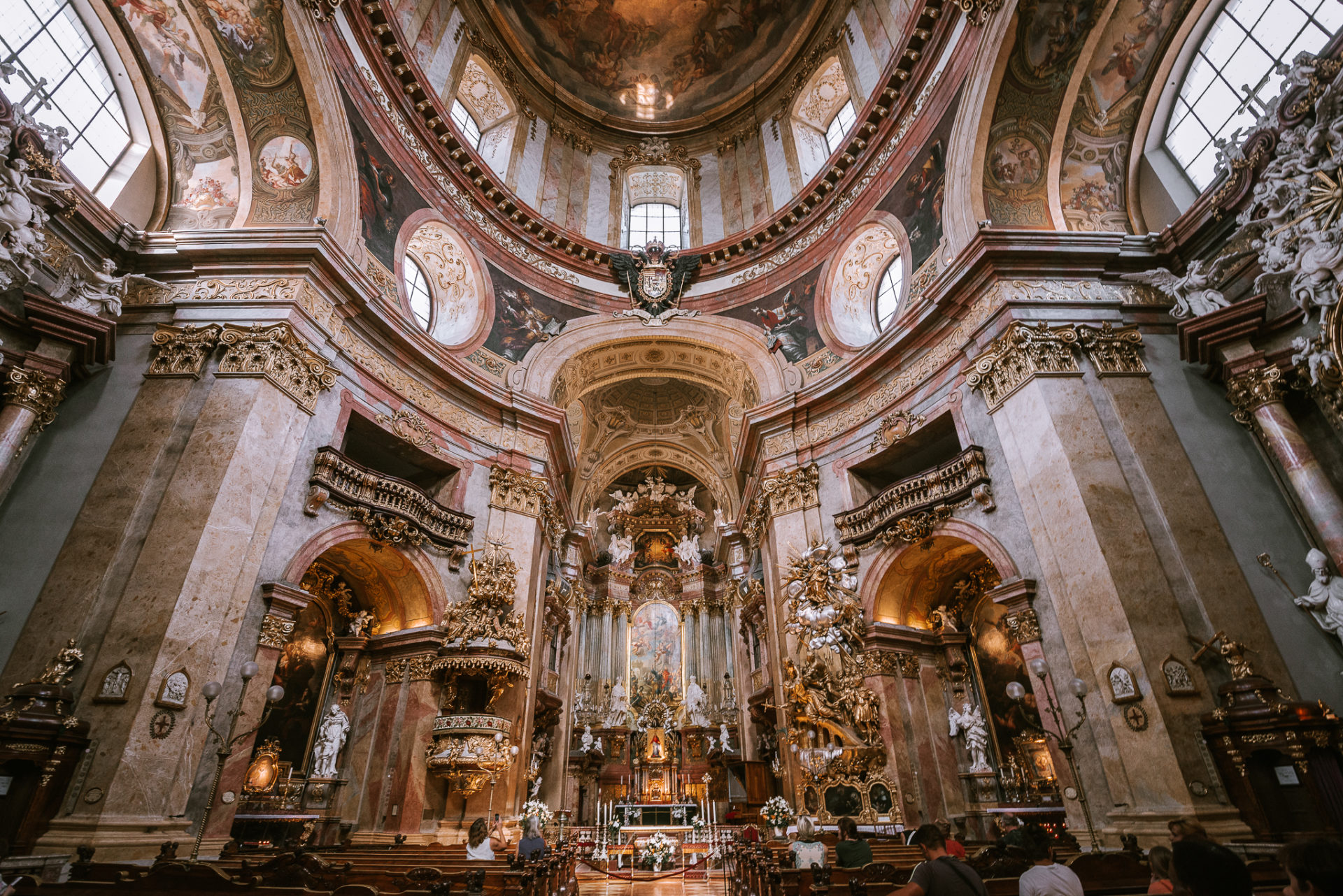 維也納 聖伯多祿教堂 Peterskirche 介紹與拍照建議 by 旅行攝影師 Wilhelm Chang 張威廉