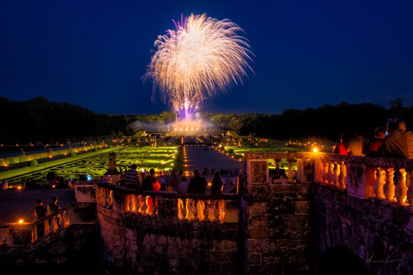 夜訪巴黎近郊子爵城堡 浪漫燭光中賞煙火 by 旅行攝影師張威廉