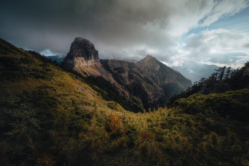 大霸尖山 朝聖五百元上的名山by旅行攝影師張威廉 Wilhelm Chang